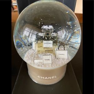 NEW AND AUTHENTIC CHANEL VIP ❄️SNOW GLOBE❄️